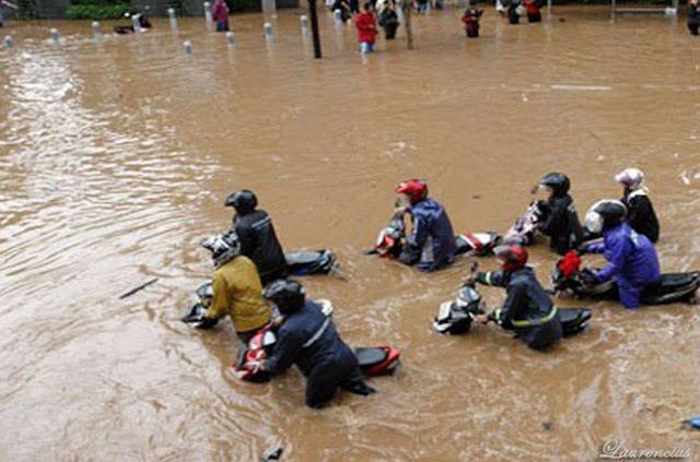 Gambar-Jakarta-Saat-Digenangi-Banjir-2013