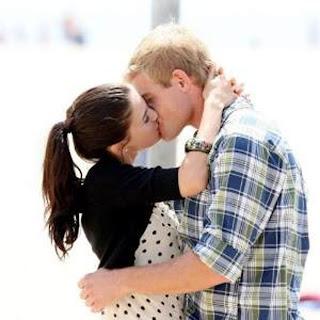 Ladki Ladke ko kiss karti he world and Downloads