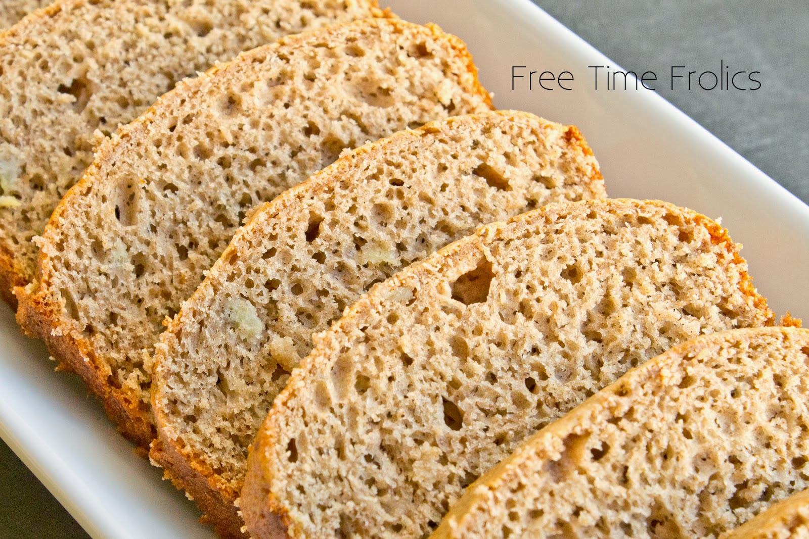 easy spiced banana bread www.freetimefrolics.com