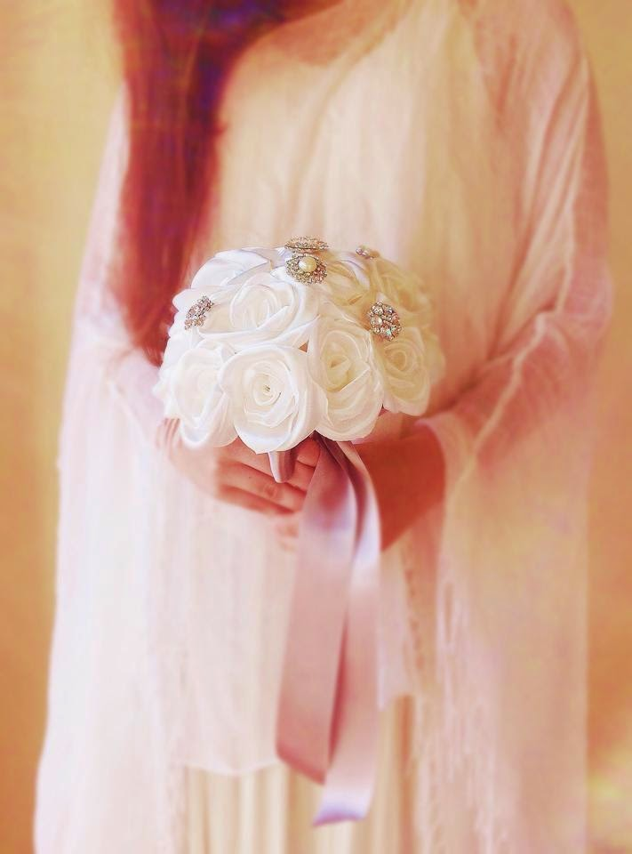 ramo de noiva em tecido com brilhantes