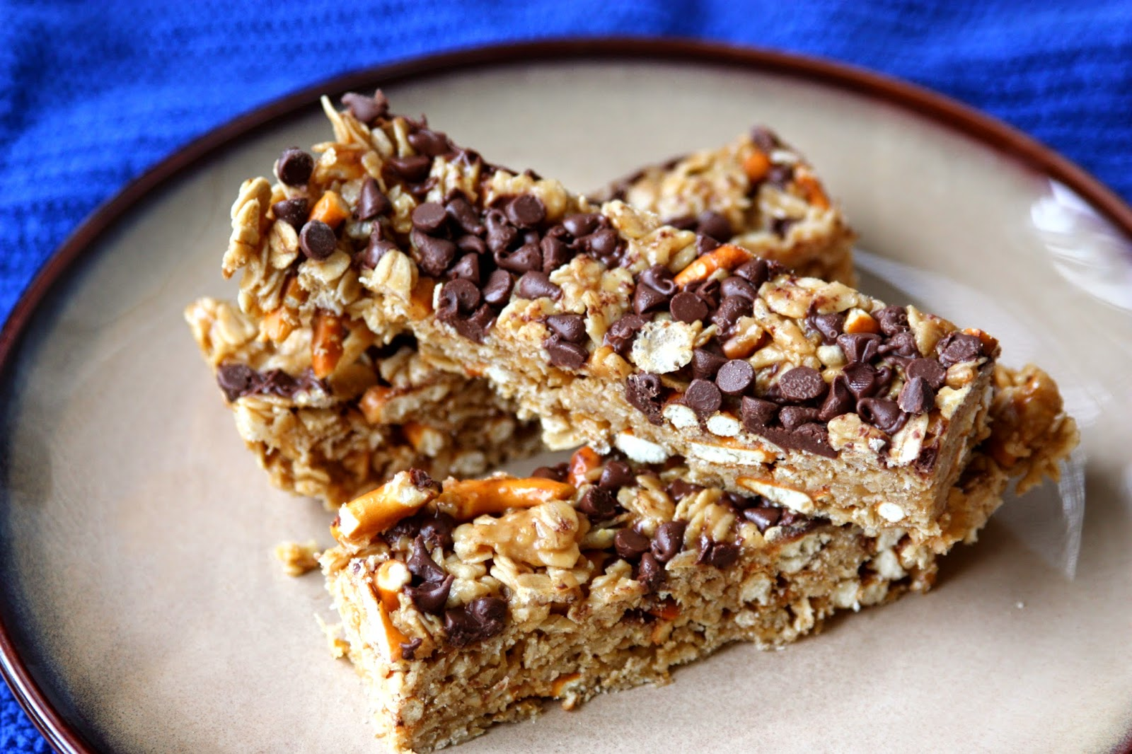 Peanut Butter Pretzel Chocolate Granola Bars