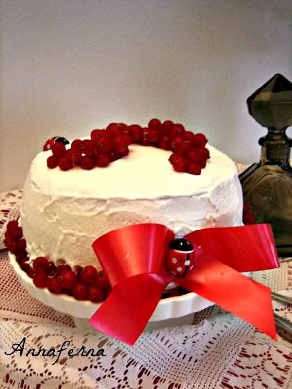 torta di compleanno con crema pasticcera alla nocciola