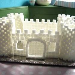 Schneeburg aus Zuckerwürfeln