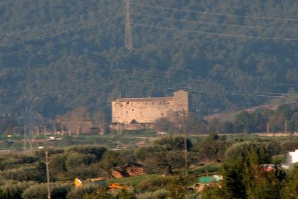 Castell de Sentmenat des de la pujada a la Torre Roja