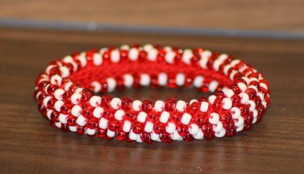 Kreative ideen rund ums basteln scrapbooking kochen und backen perlenarmband rot wei - Perlenarmband basteln ...