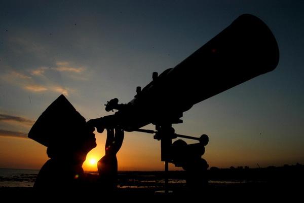 Penyimpan Mohor Raja-Raja telah menetapkan tarikh tengok anak bulan Syawal bagi menentukan tarikh Hari Raya Puasa jatuh pada petang Rabu, bersamaan 29 Ramadhan akan datang ini
