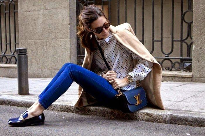 Parisian chic wearing a Skinny Blue Jeans and Louis Vuitton Bag