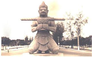 statue-battambang