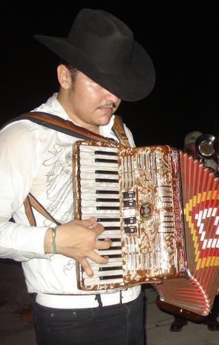 Arley Perez ft. Los Titanes de Durango – El Chapo (En vivo con Tuba) 2008