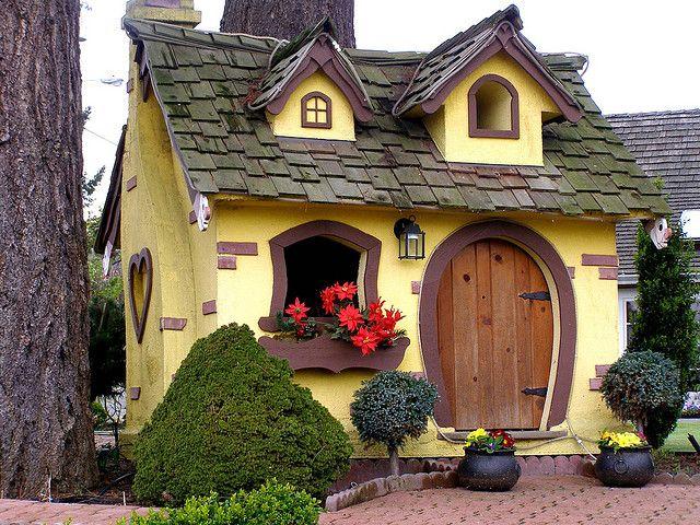 Простой красивый дом своими руками