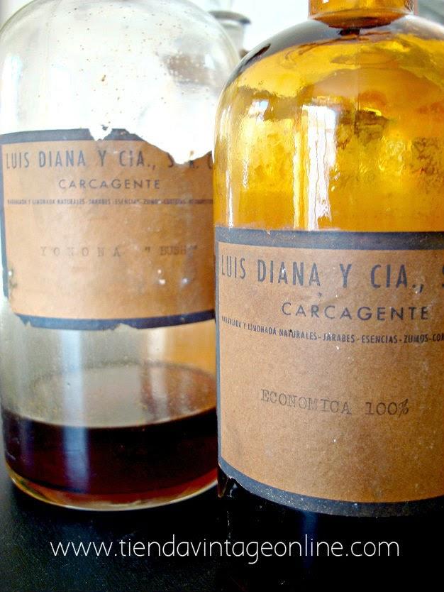 Botellas de cristal antiguas de extractos concentrados de la casa Luis Diana y CIA s.r.c carcagente, carcaixent, valencia