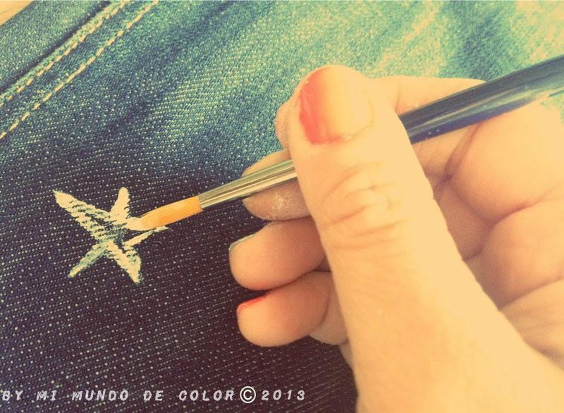 pinta estrellas en el pantalon