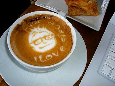 art gallery in a cup of coffee26 Koleksi Gambar Kesenian Corak Air Kopi dalam Gelas