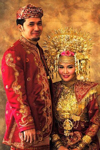 The Hidden Beauty of Indonesia: PAKAIAN ADAT INDONESIA ...