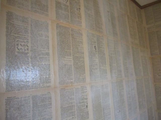 Repurposed book page wallpaper, dictionary wallpaper via knickoftimeinteriors.blogspot.com