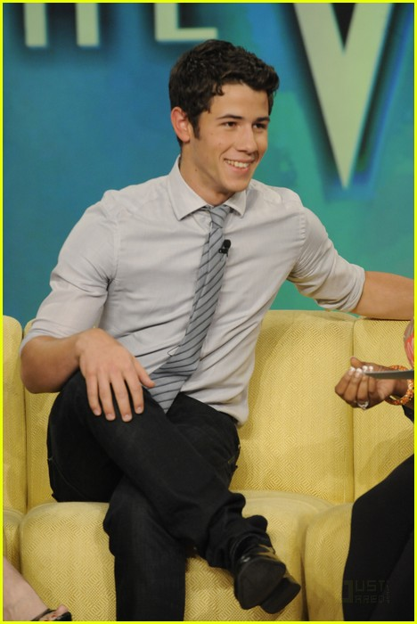 Fotos de Nick Jonas en The View  Nick-jonas-the-view-04