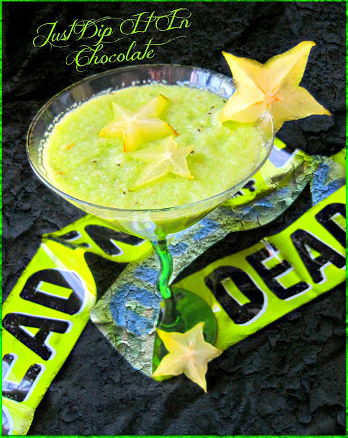 Widower Maker Halloween Green Smoothie Recioe, Energizing and Exotic! This is an awesome smoothie for Halloween! Green is the color of the season...a healthy season!