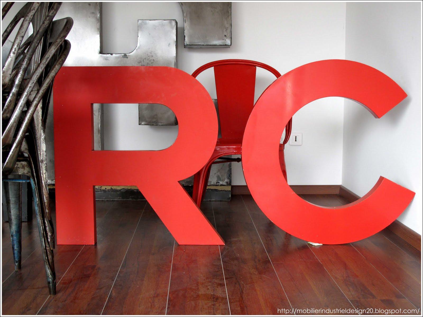 lettres d 39 enseigne vintage mobilierdesign20lettresenseigne grandes lettres rouges. Black Bedroom Furniture Sets. Home Design Ideas