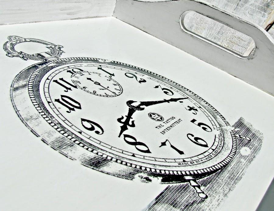 Biała taca kuchenna decoupage z motywem retro zegara. Styl skandynawski i vintage by Eco Manufaktura