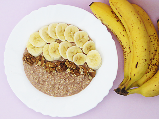 Nothin' Fancy. Really.: Nutella oatmeal with banana and walnuts