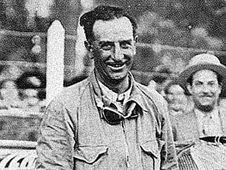 """29 de agosto, 1926 / RAUL RIGANTI GANABA LAS PRIMERAS """"500 MILLAS DE RAFAELA"""""""
