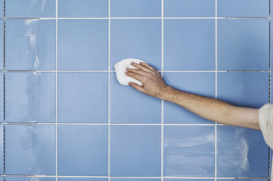 Un mundo en la cocina como limpiar las baldosas del ba o - Limpiar azulejos bano moho ...