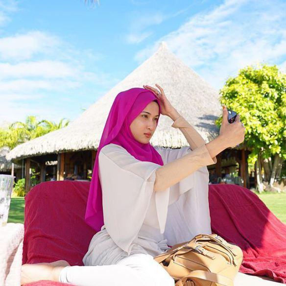 Gambar Hairul Azreen dan Hanis Zalikha Berbulan Madu