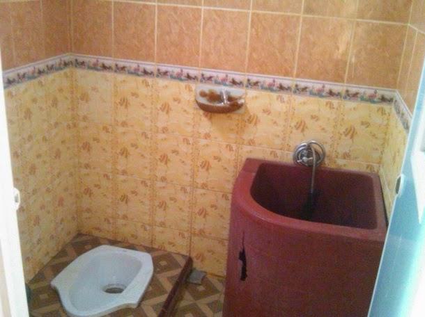 ciri kamar mandi basah pake bak mandi + wc
