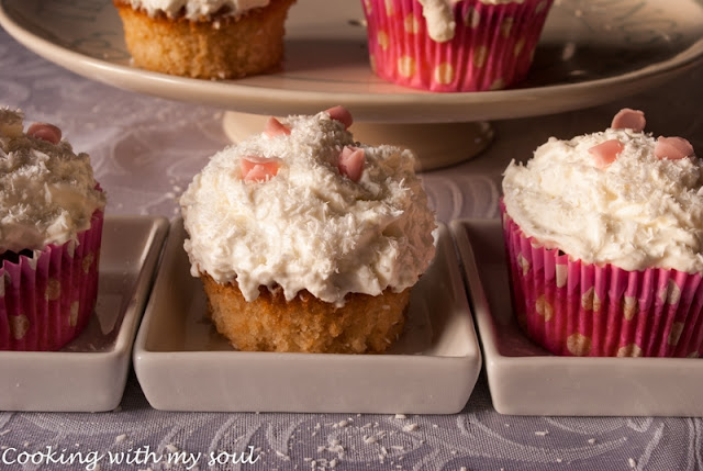Cupcakes albe cu cocos