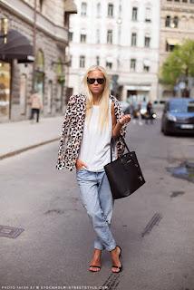 camisa, calça jeans, bolsa e blusa feminina