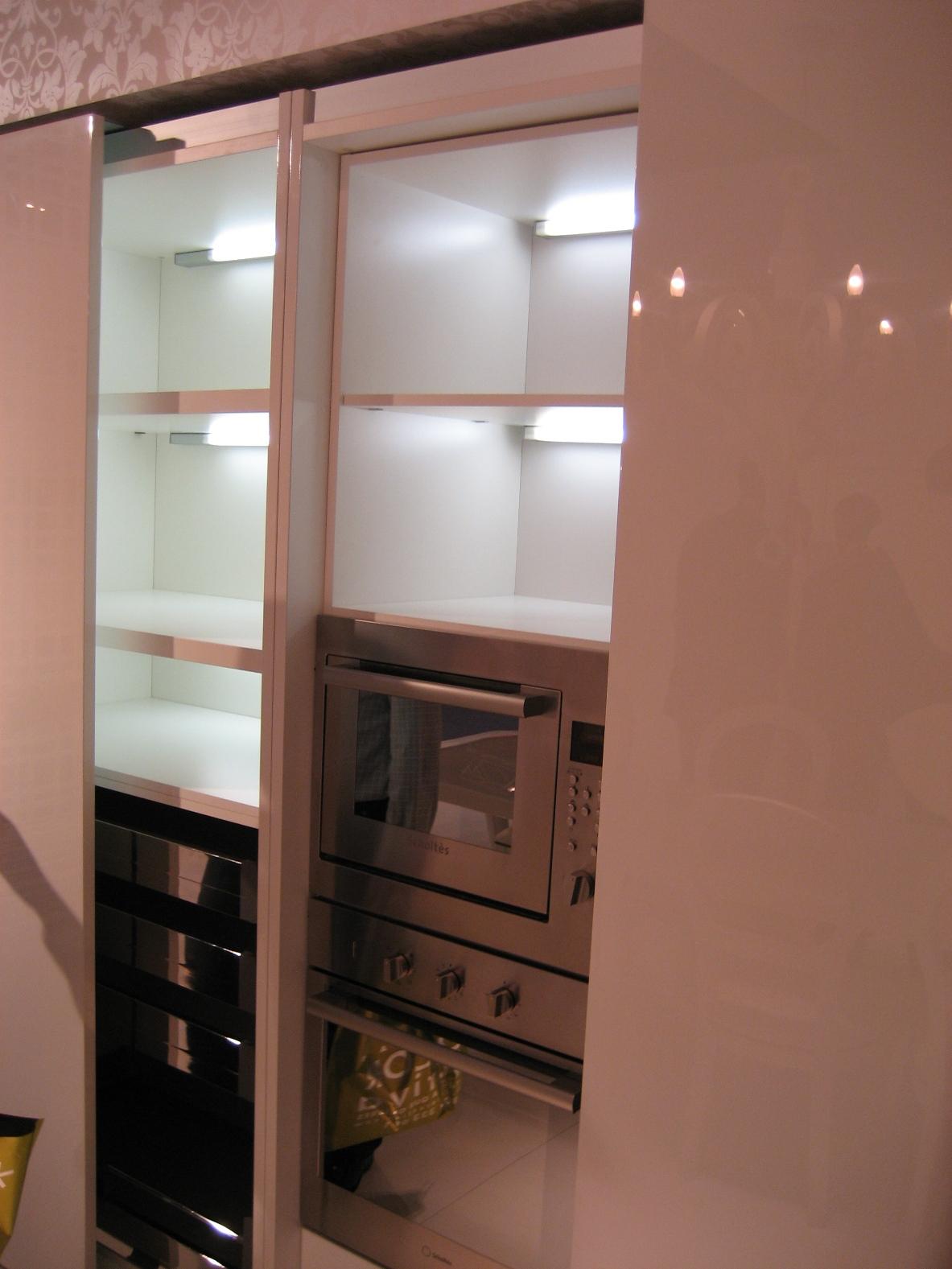 Iluminaci n integrada en la cocina cocinas con estilo - Iluminacion cocina fluorescente ...