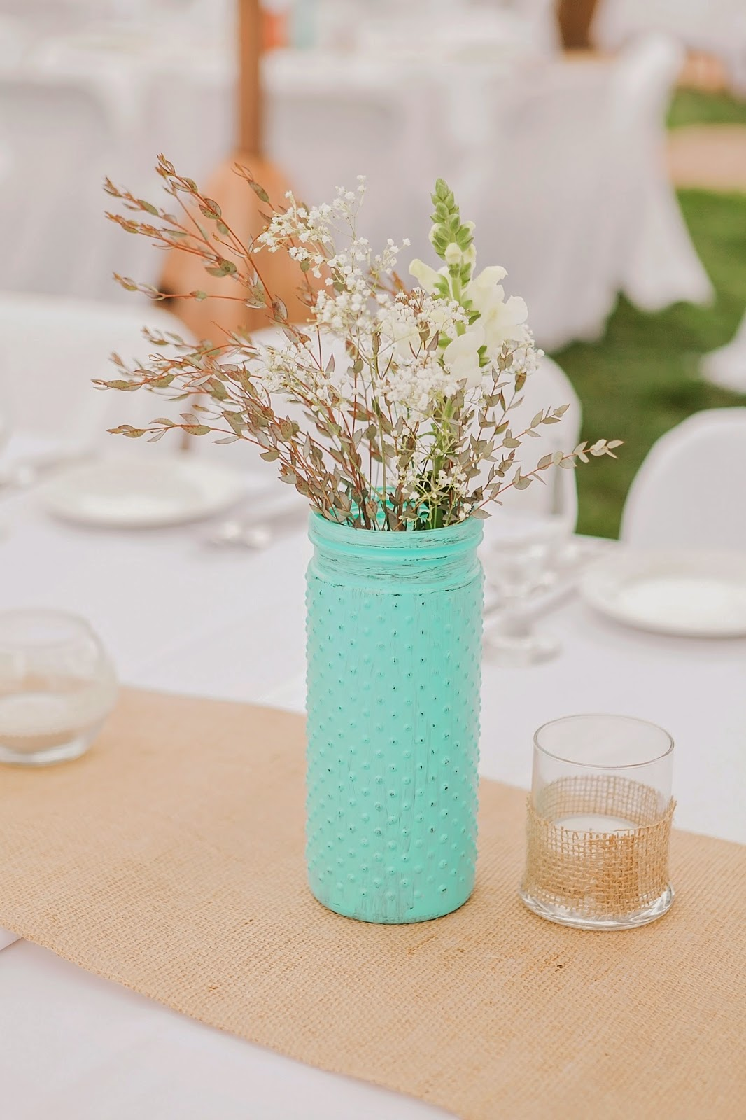 coral and turquoise wedding decor, handpainted vases for wedding decor, outdoor wedding decor, diy wedding vases, garden wedding, outdoor wedding, spring wedding, coral wedding, turquoise wedding, simple wedding decor