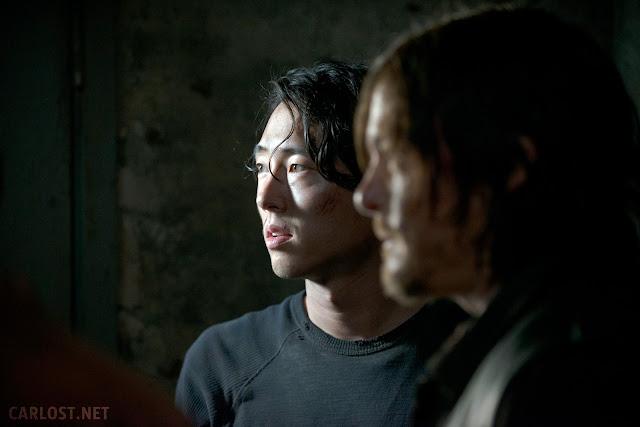 Glenn (Steven Yeun) y Daryl Dixon (Norman Reedus) en The Walking Dead 5x01