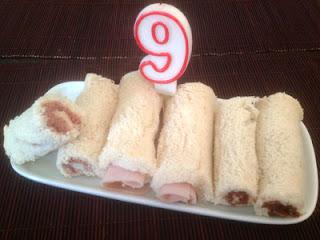 Rollitos de pan de molde para cumpleaños