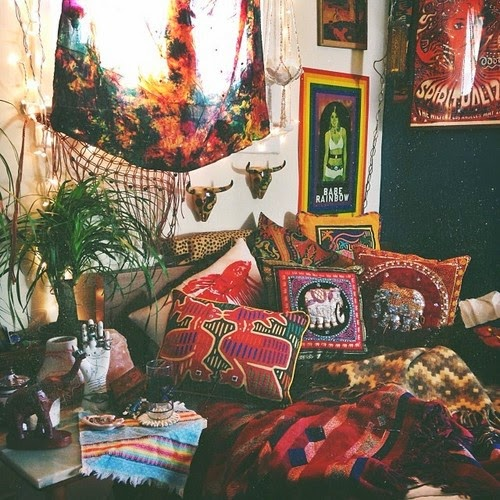 Gypsy yaya mystery boho bedroom metamorphosis for Living room ideas hippie