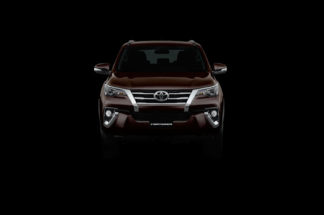 tampilan depan All New Toyota Fortuner 2015