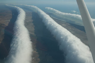 jenis awan Morning Glory Cloud atau roll cloud