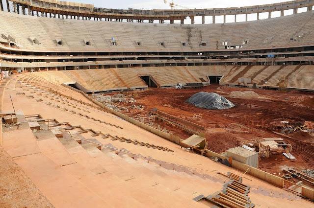Arquibancada inferior, intermediária e superior do Estádio Nacional de Brasília