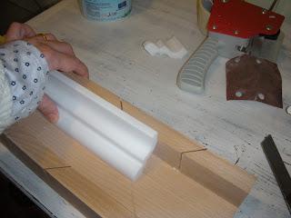 Nelnomedellarosa come fare gli angoli per le cornici in for Cornici in polistirolo per soffitti