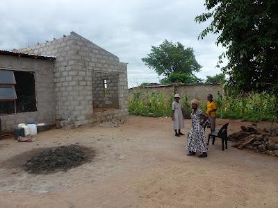 Vriendschappen, die materieel ondersteund worden met kleding uit Holland of financieel met hulp voor de bouw van een huis of voor studerende kinderen.
