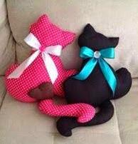 http://manualidadesreciclables.com/16043/pareja-de-gatitos-en-tela