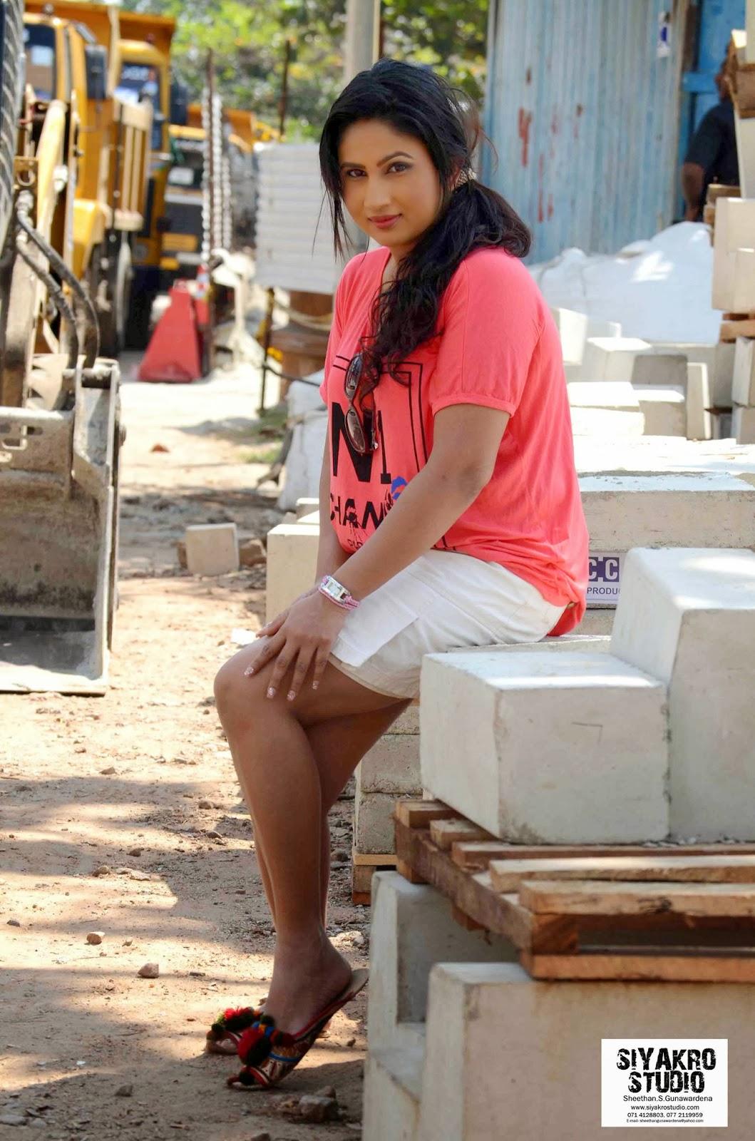 Anjali Liyanage legs