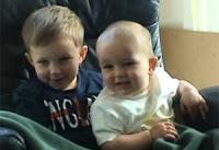'Charlie Bit My Finger' foi publicado pelos pais dos meninos em 2007. Família ganhou dinheiro por programa de anúncios do YouTube.