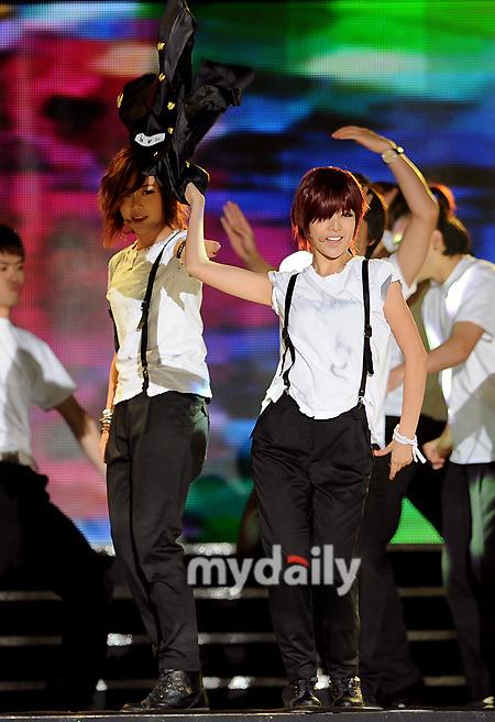 T-ara >> mini-álbum ''John Travolta Wannabe'' - Página 5 T-ara+2011+hallyu+dream+concert+%25285%2529