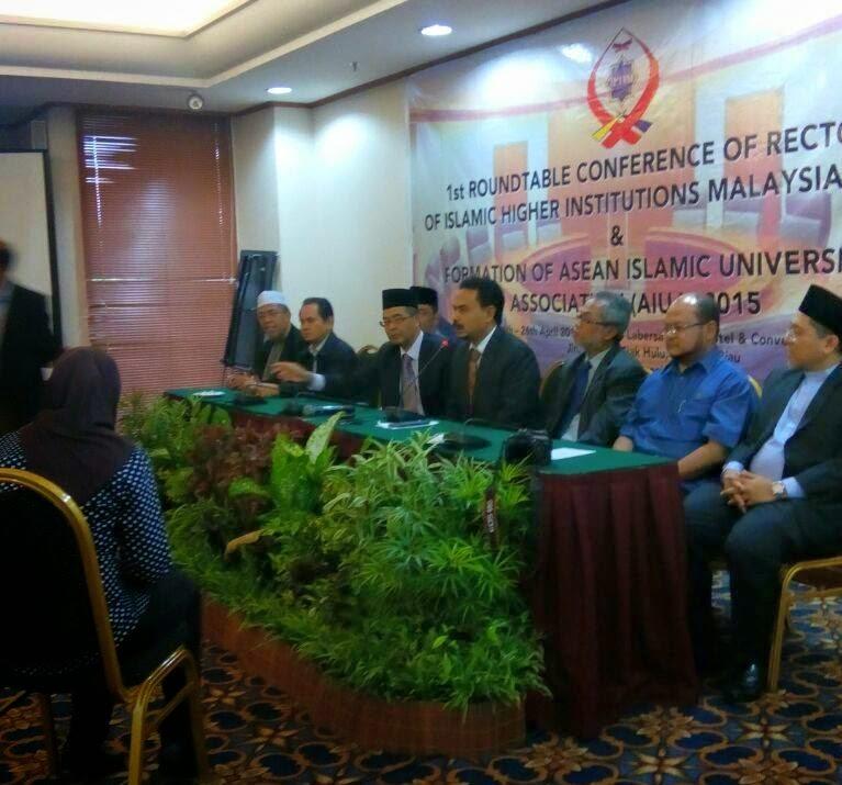 Sekitar program Persidangan Rektor Rektor Universiti Islam Asean pada 24hb 26hb April 2015 di Labersa Grand Hotel Convention Center Riau INDONESIA