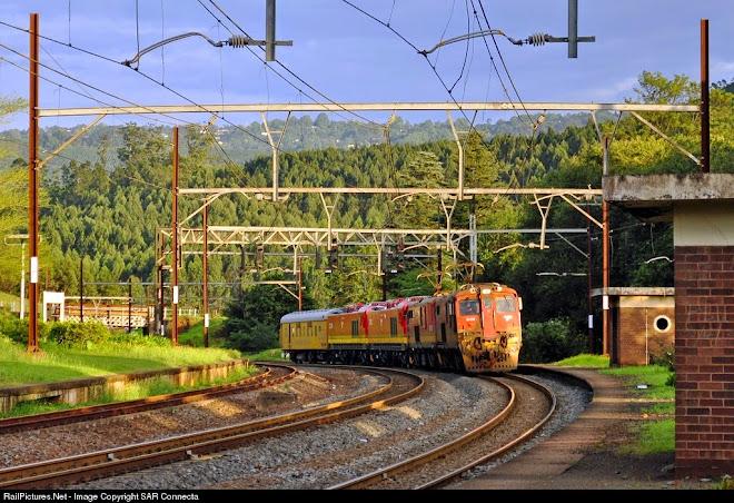 18-636 / 18-748 & New Class 21 Electric Locomotives (21 001 / 21 002)