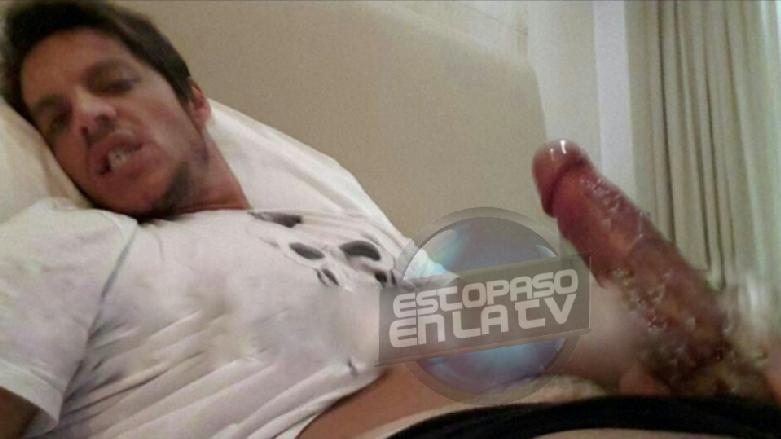 foto chico desnudo ducha: