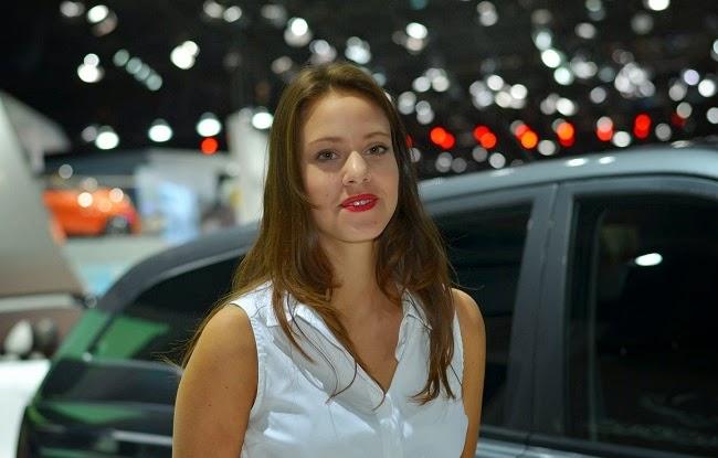 """Bóng hồng """"thiêu đốt"""" triển lãm ô tô Paris 2014"""