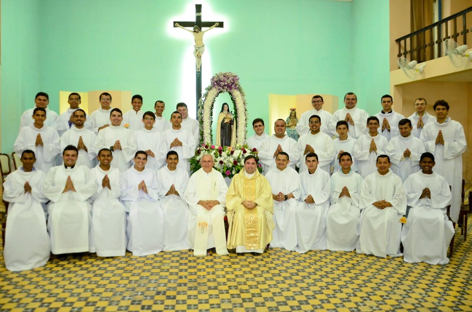 Seminaristas recebem ministérios de Leitorado e Acolitado