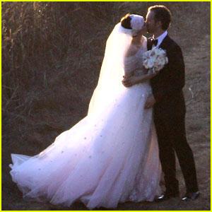 Cakes by MizVuitton: T... Anne Hathaway Wedding Dress